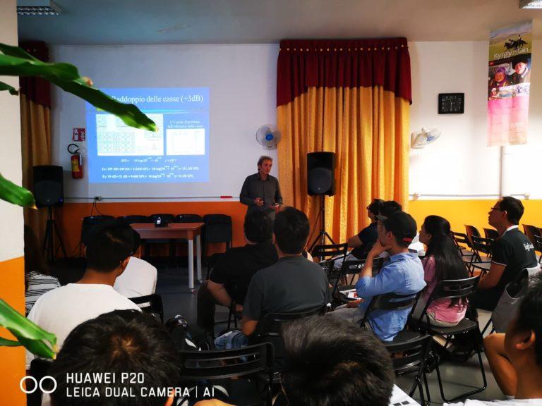 Un corso di formazione per tecnici del suono alla Hope Missions International a Milano